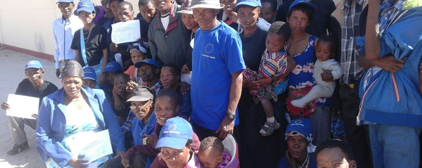 Sarah Zungu with members of the N≠a Jaqna Conservancy community