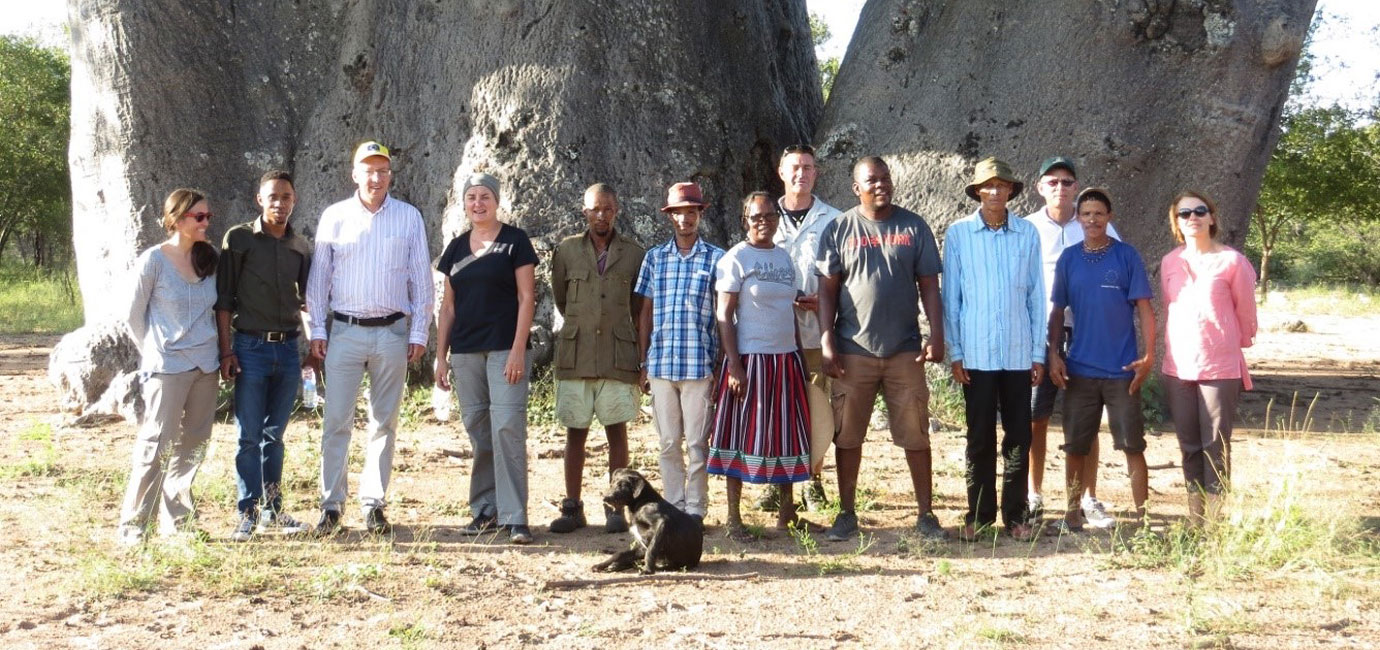 The EU team with the NNDFN team and Makuri villagers